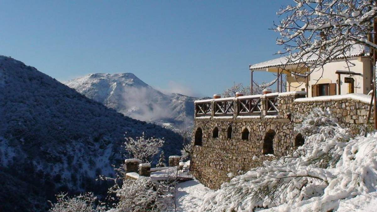 Agnantio studios & suites χιονισμένο