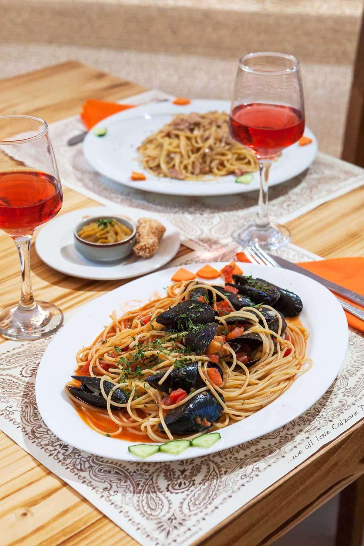 Bandanna Mykonos pasta και κρασί
