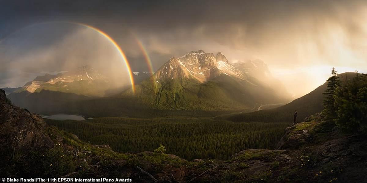 Η κοιλάδα Bella Coola στη Βρετανική Κολομβία του Καναδά, σε ένα επικό στιγμιότυπο από τον Καναδό φωτογράφο Blake Randall. Η εικόνα ήρθε 14η στην κατηγορία Open Landscape / Nature