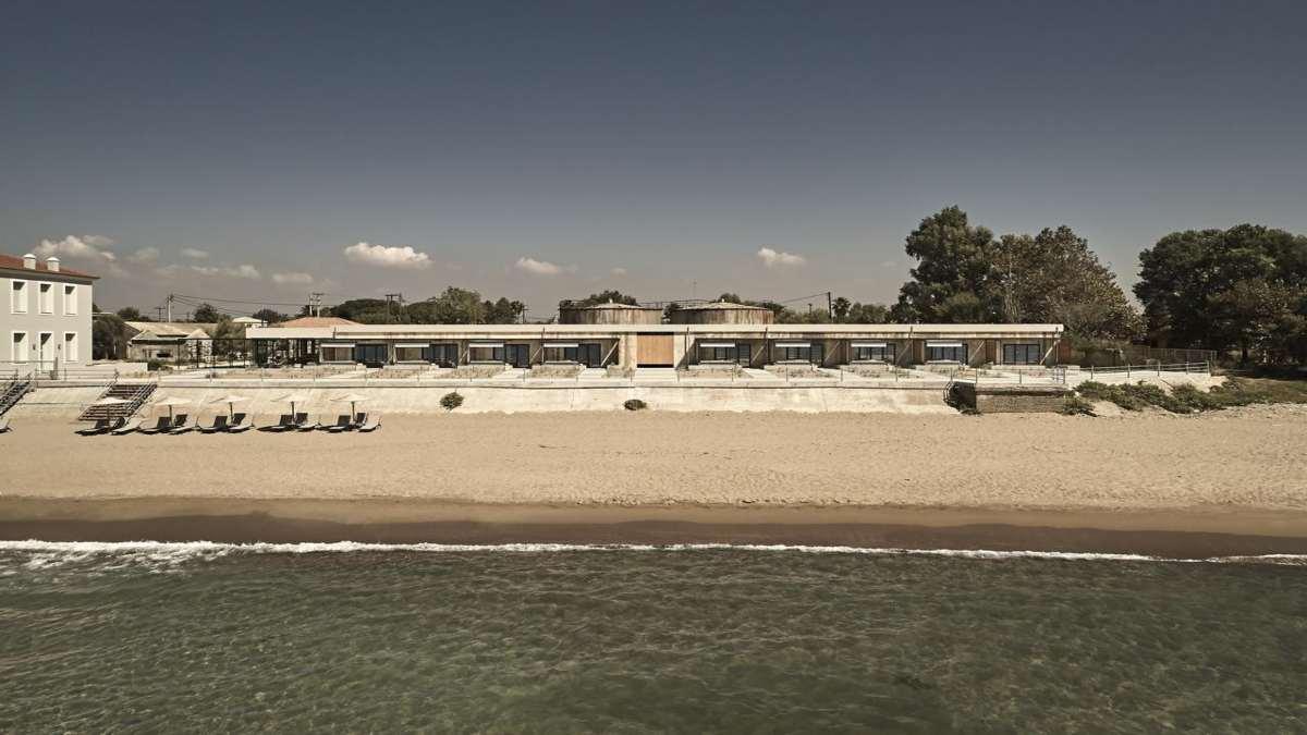 https://www.travelstyle.gr/wp-content/uploads/2020/10/Dexamenes-Seaside-Hotel-paralia.jpg