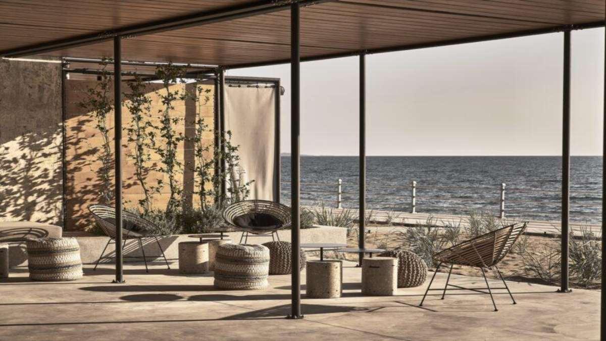 https://www.travelstyle.gr/wp-content/uploads/2020/10/Dexamenes-Seaside-Hotel-veranta-thea.jpg