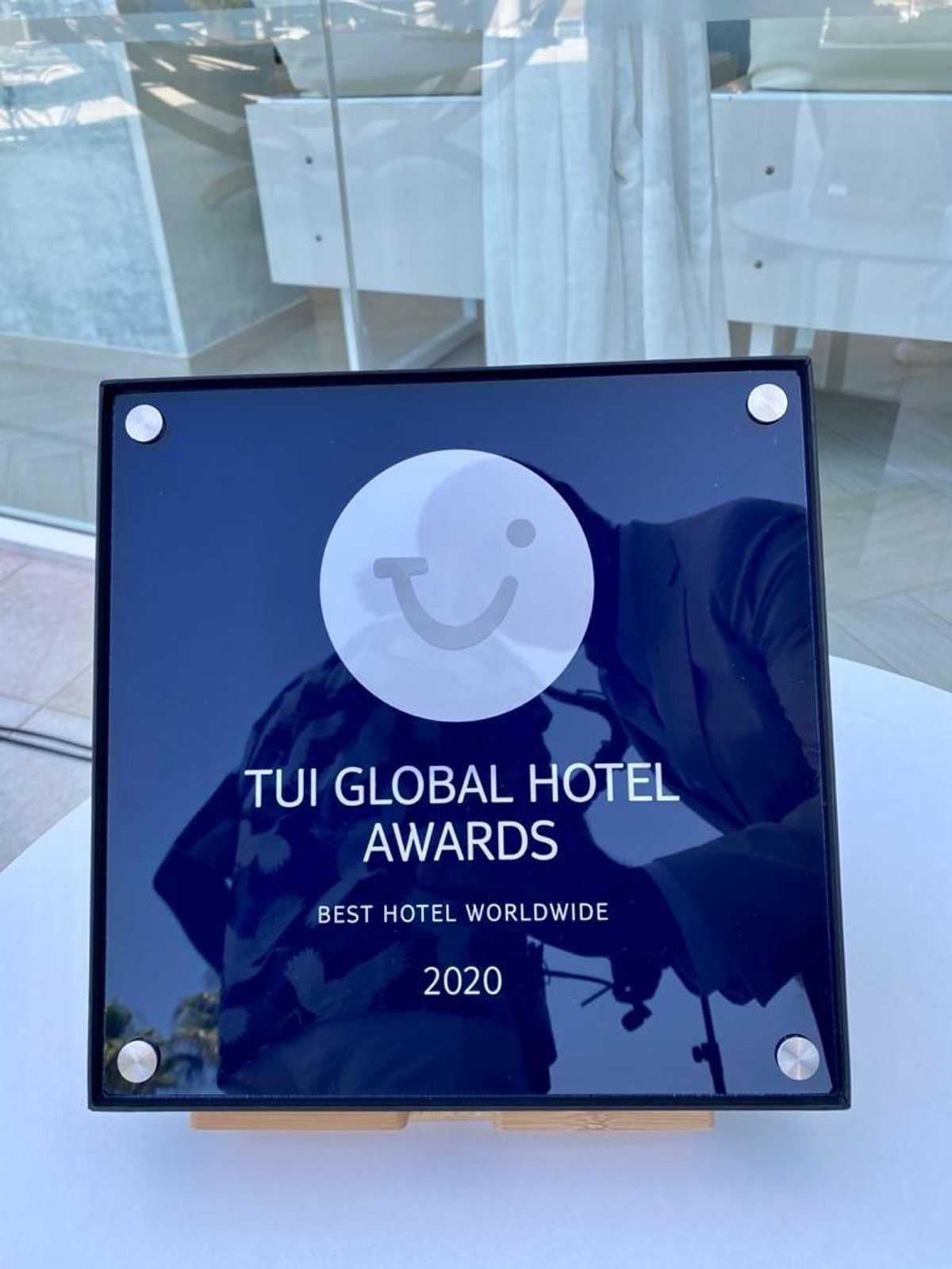 Το Louis Infinity Blu παρέλαβε το βραβείο του καλύτερου ξενοδοχείου στον κόσμο!