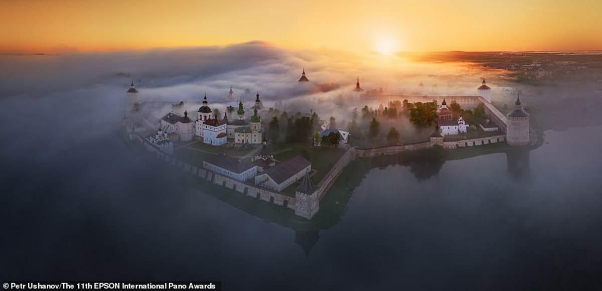 Ένα συναρπαστικό πλάνο της Μονής Kirillo-Belozersky στη βόρεια Ρωσία από τον Ρώσο ερασιτέχνη φωτογράφο Petr Ushanov