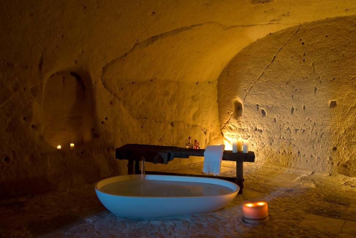 Ο Τάσος Δούσης αποκαλύπτει: Τα σπήλαια στη Ματέρα που μετατράπηκαν σε ξενοδοχείο για το οποίο μιλάει όλη η Ιταλία! (φωτο)