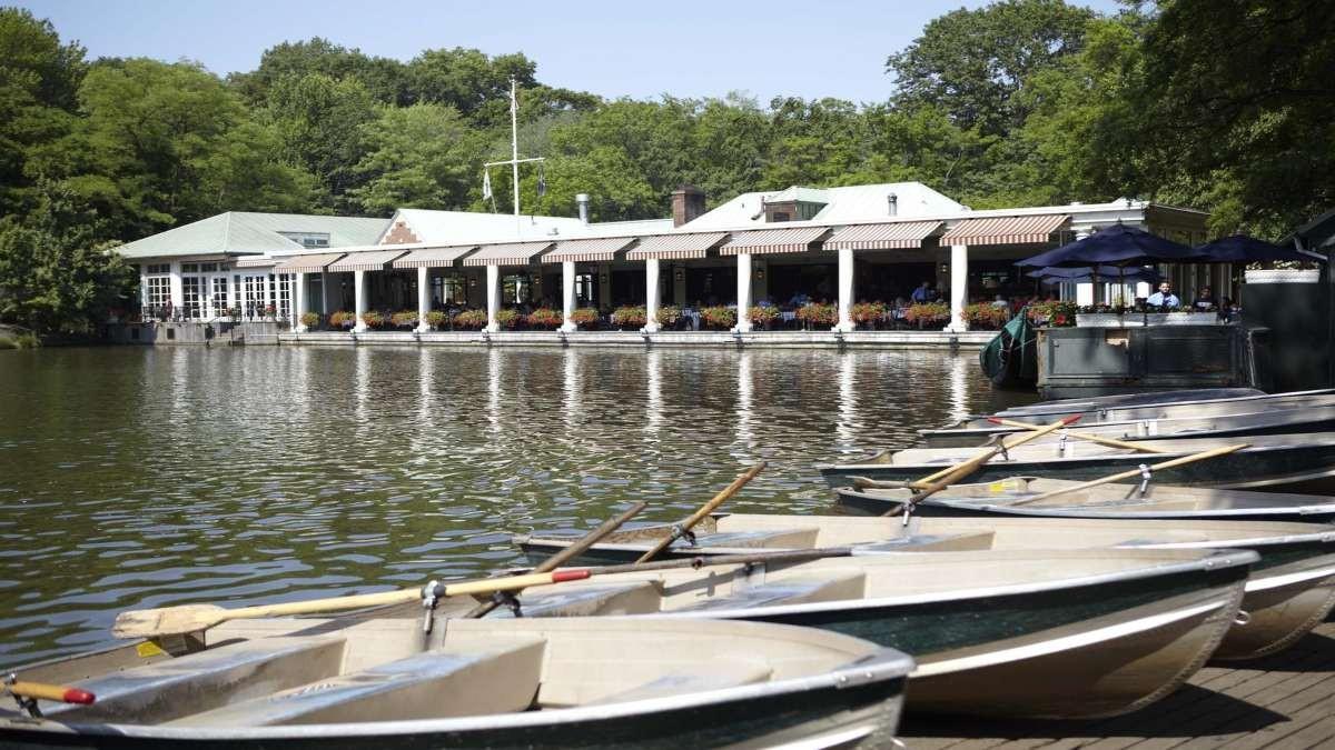 Loeb Boathouse πρωί μακρινή λήψη βάρκες