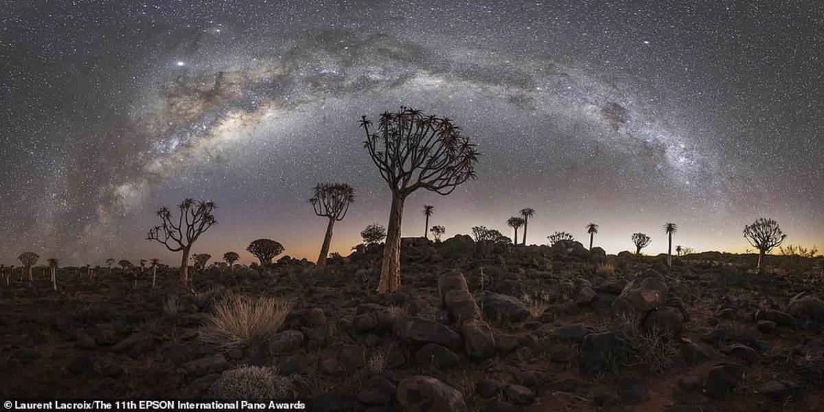 Αυτό το θεϊκό στιγμιότυπο βγήκε τρίτο στην κατηγορία Open Landscape / Nature. Λήφθηκε στη Ναμίμπια από τον Γάλλο φωτογράφο Laurent Lacroix
