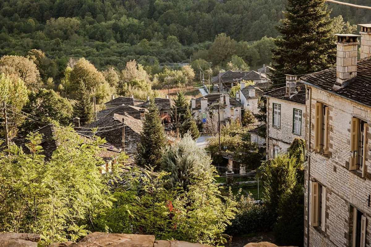 Η υπέροχη θέα στο χωριό από το Rodia Boutique Hotel, Κήποι, Ζαγόρι