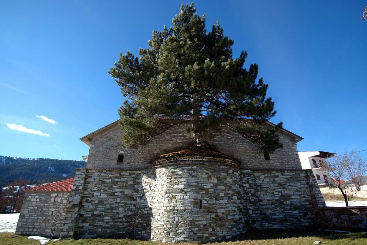 Η εκκλησία της Παναγιάς -η μεγαλύτερη Βασιλική της Πίνδου- Σαμαρίνα