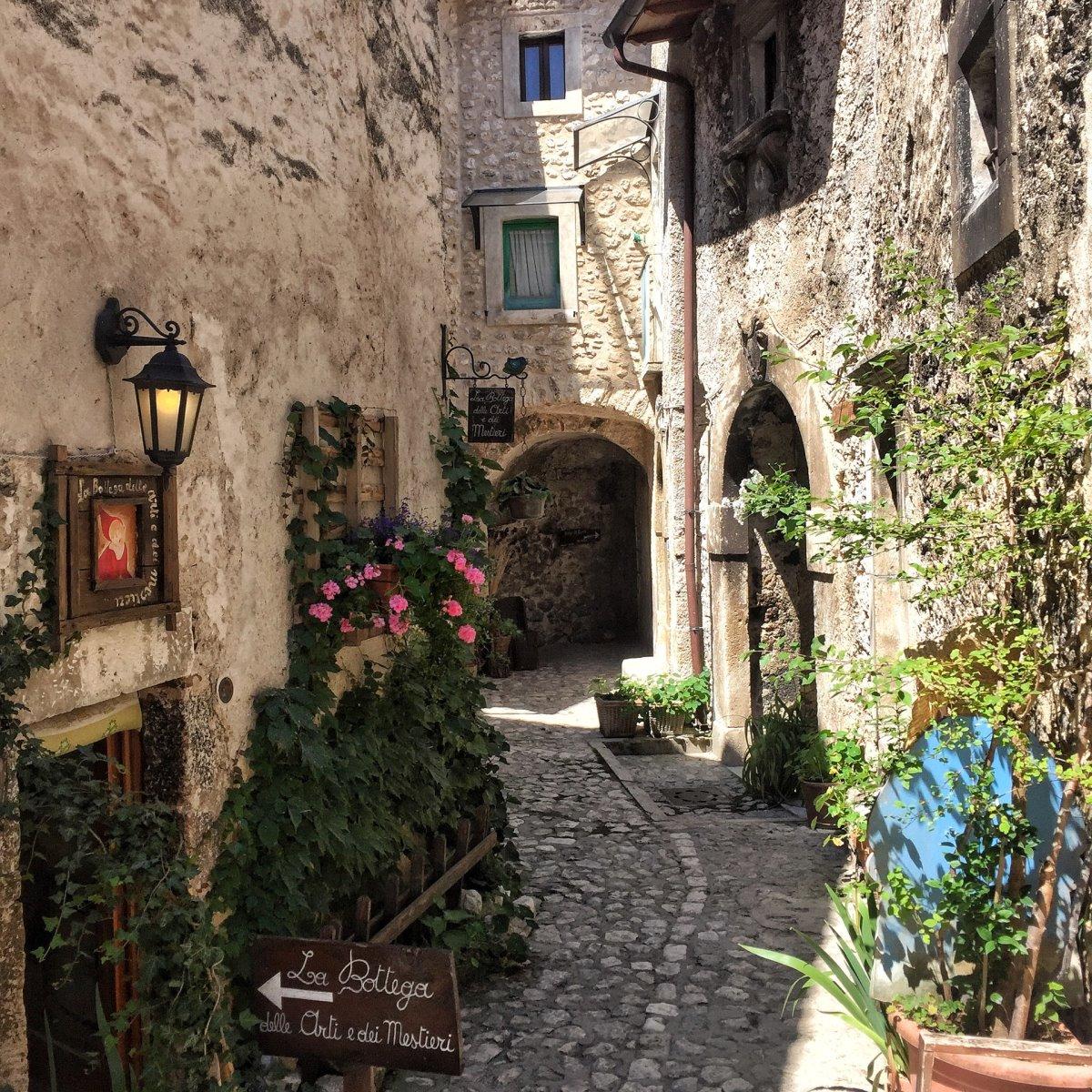 ωραιότερα χωριά της Τοσκάνης Santo Stefano di Sessanio πέτρινα καλντερίμια