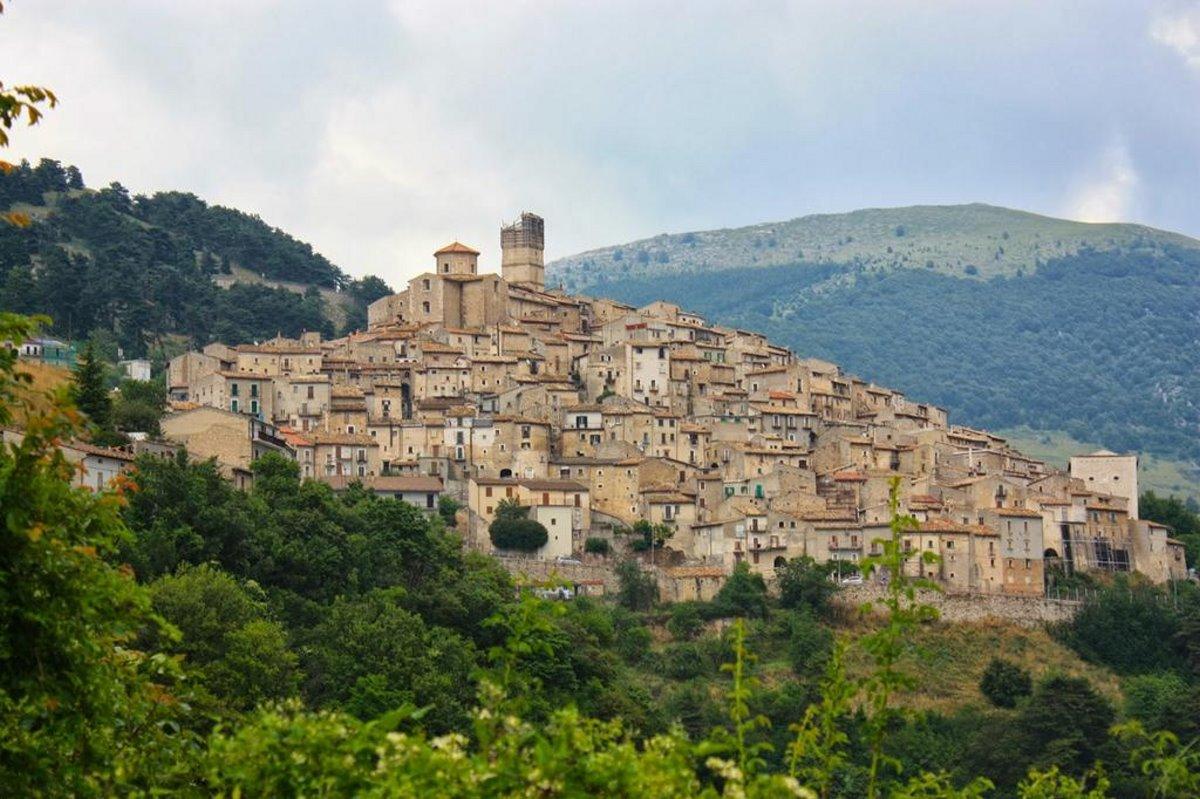 ωραιότερα χωριά της Τοσκάνης Santo Stefano di Sessanio πανοραμική λήψη