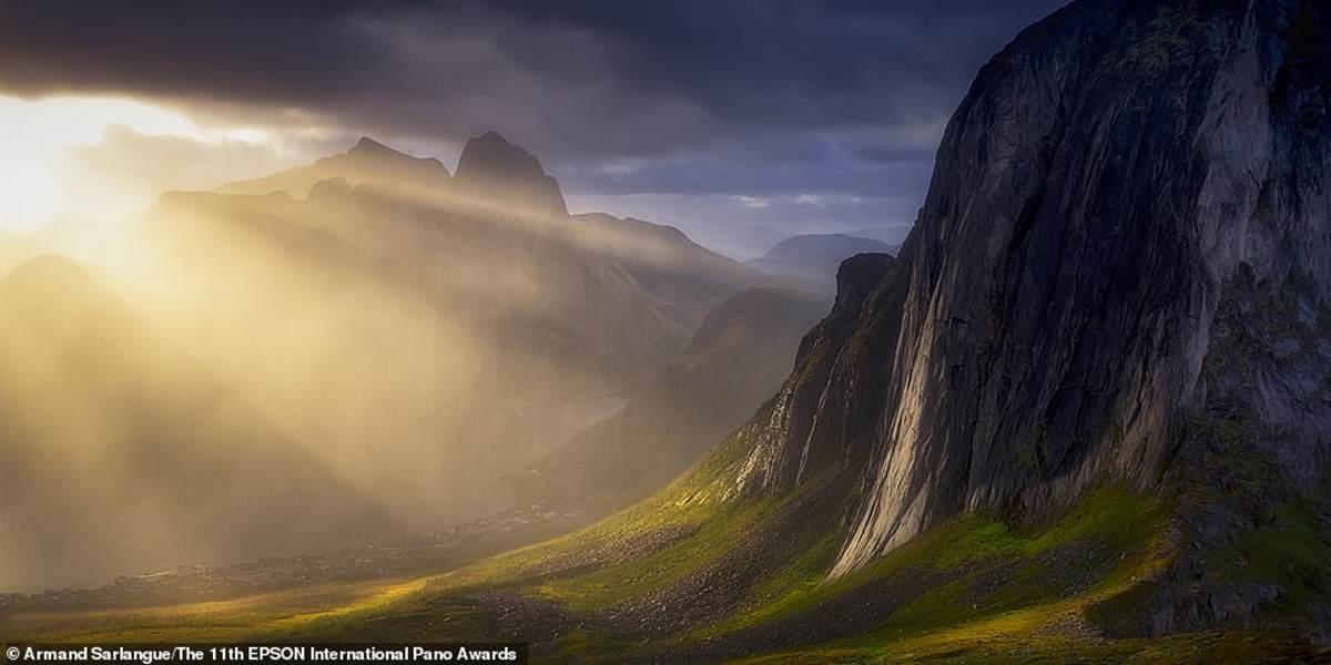 Ένα μαγευτικό πλάνο του βουνού Segla στο νησί Senja της Νορβηγίας από τον Γάλλο φωτογράφο Armand Sarlangue