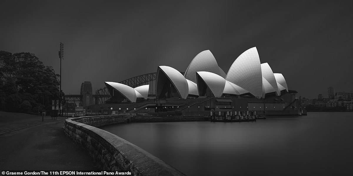 Η Όπερα του Σίδνεϊ φαίνεται εξαιρετικά εντυπωσιακή σε αυτήν την εικόνα που τραβήχτηκε από τον Αυστραλό φωτογράφο Graeme Gordon