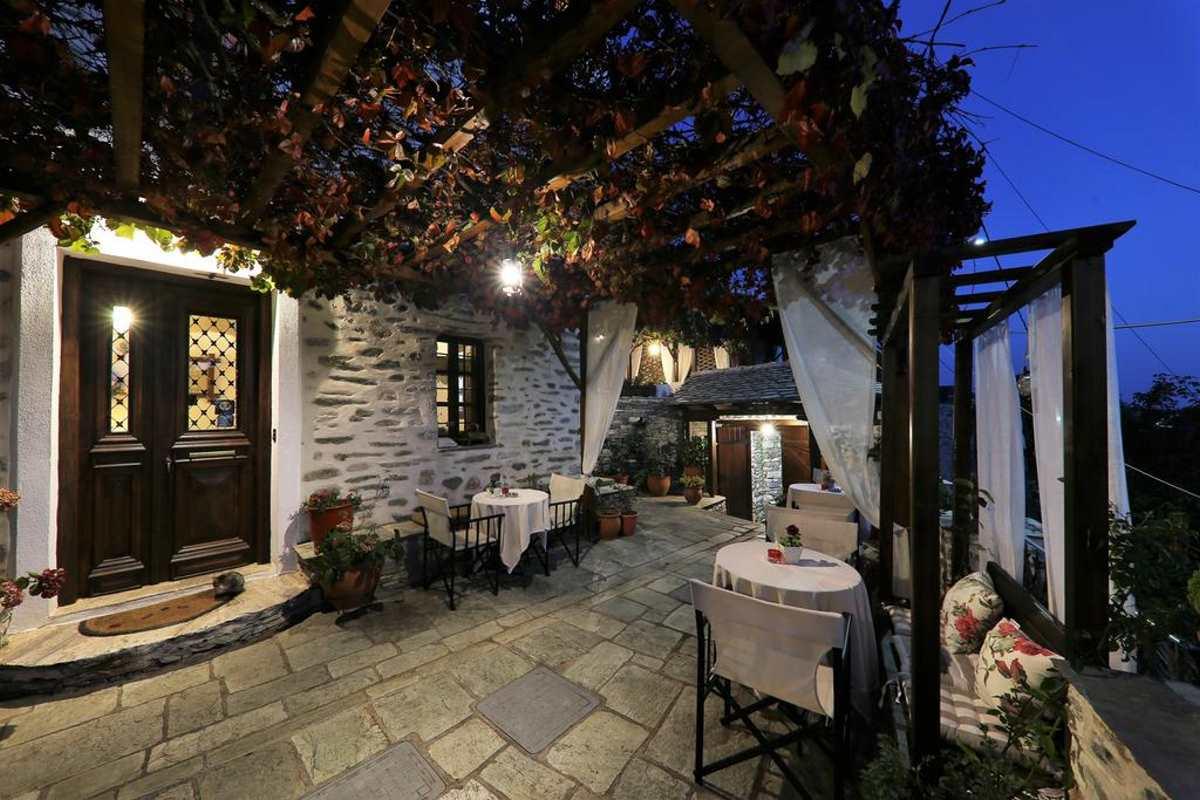 Traditional Mansion Evilion, εξωτερικός χώρος