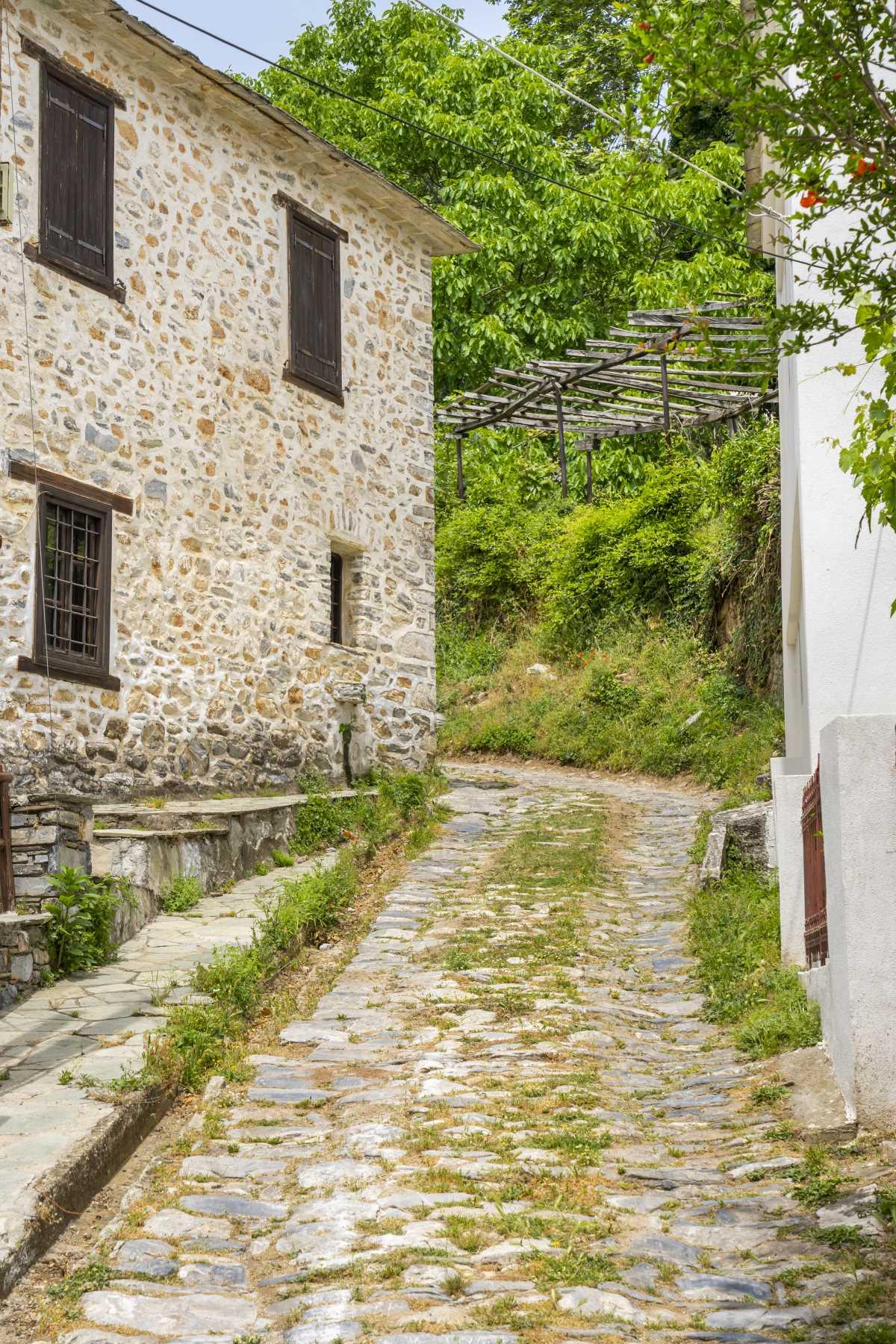 Βυζίτσα βόλτα στα δρομάκια του χωριού