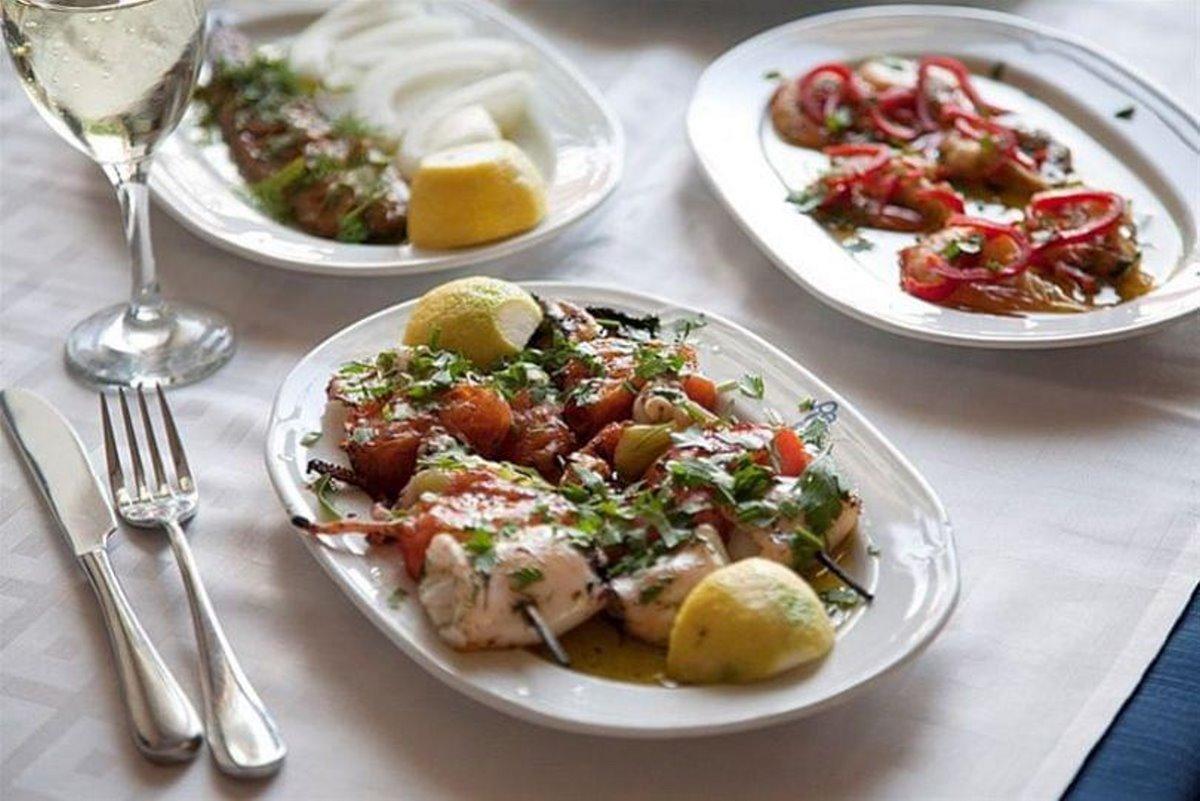 Αυθαίρετο Ταβέρνα Αθήνα νόστιμο φαγητό
