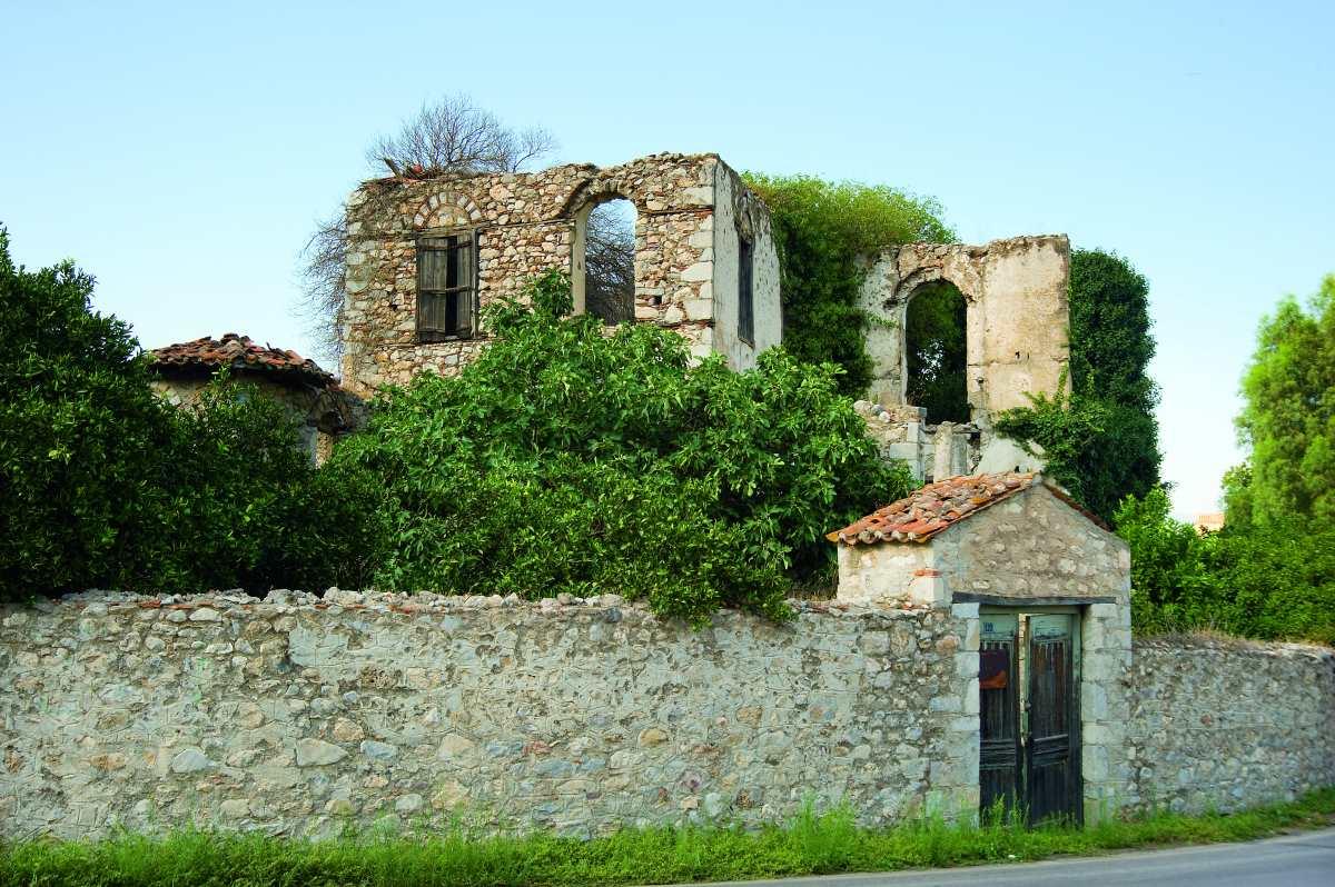 Άγιος Ιωάννης Λακωνίας, πέτρινο κτήριο