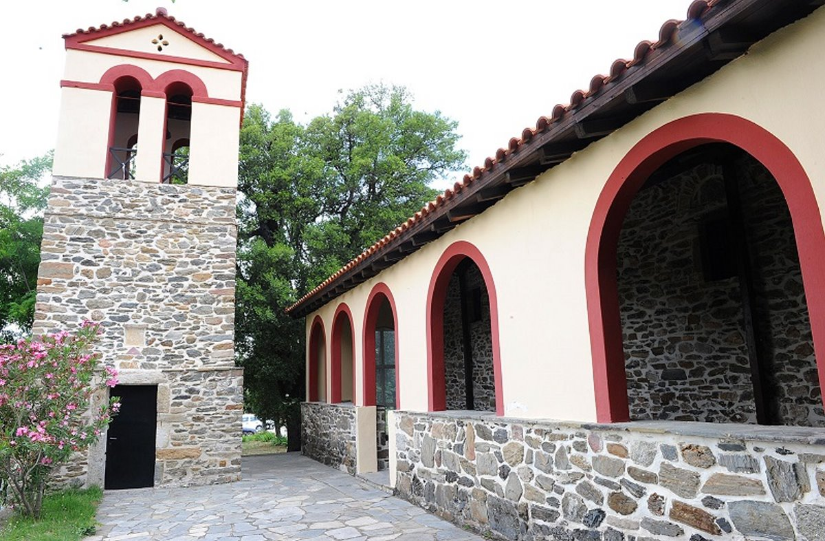 Παρθενώνας χωριό Χαλκιδικής με όμορφες εκκλησίες