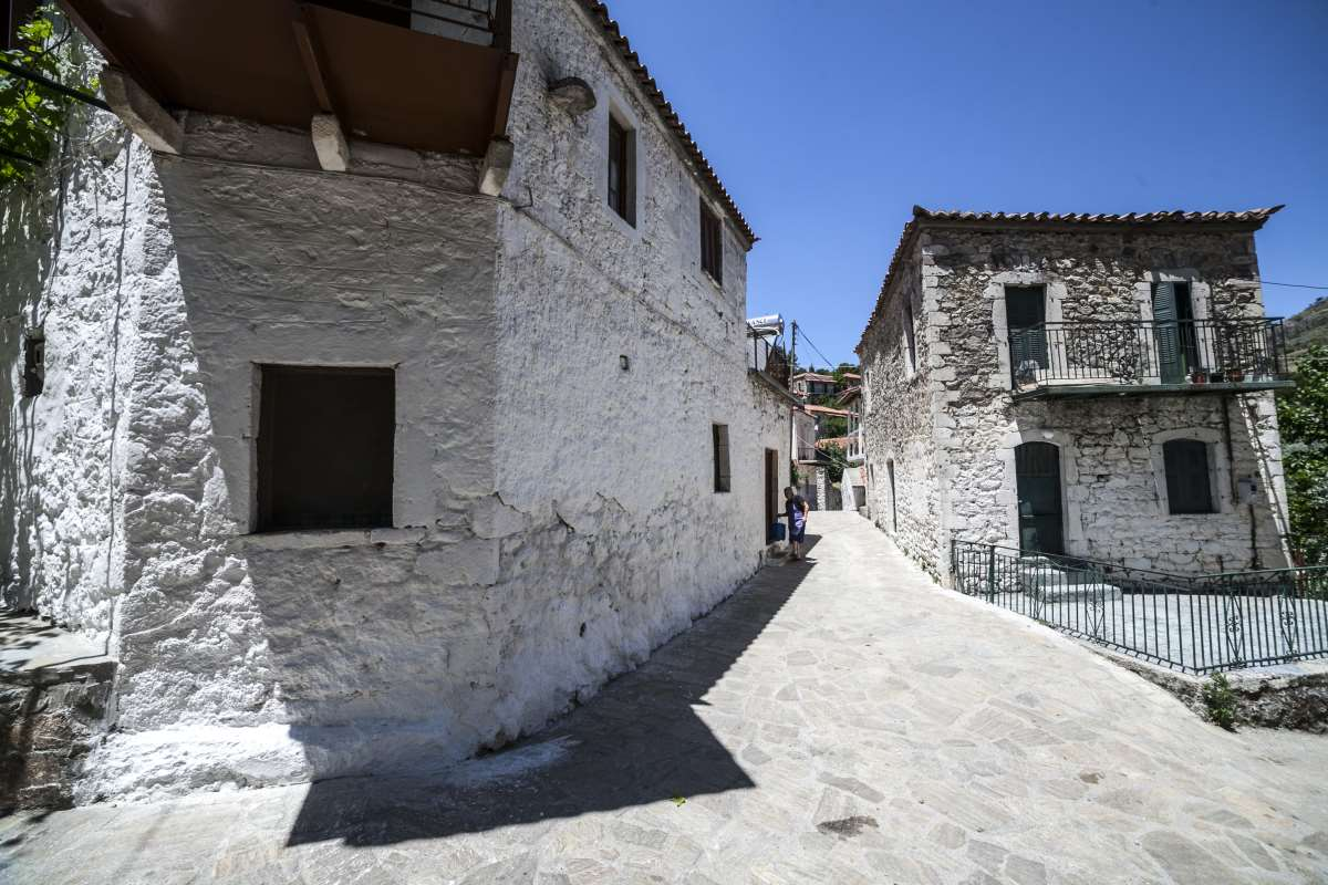 Αγριανοί Λακωνίας, βόλτα στα στενά σοκάκια του χωριού