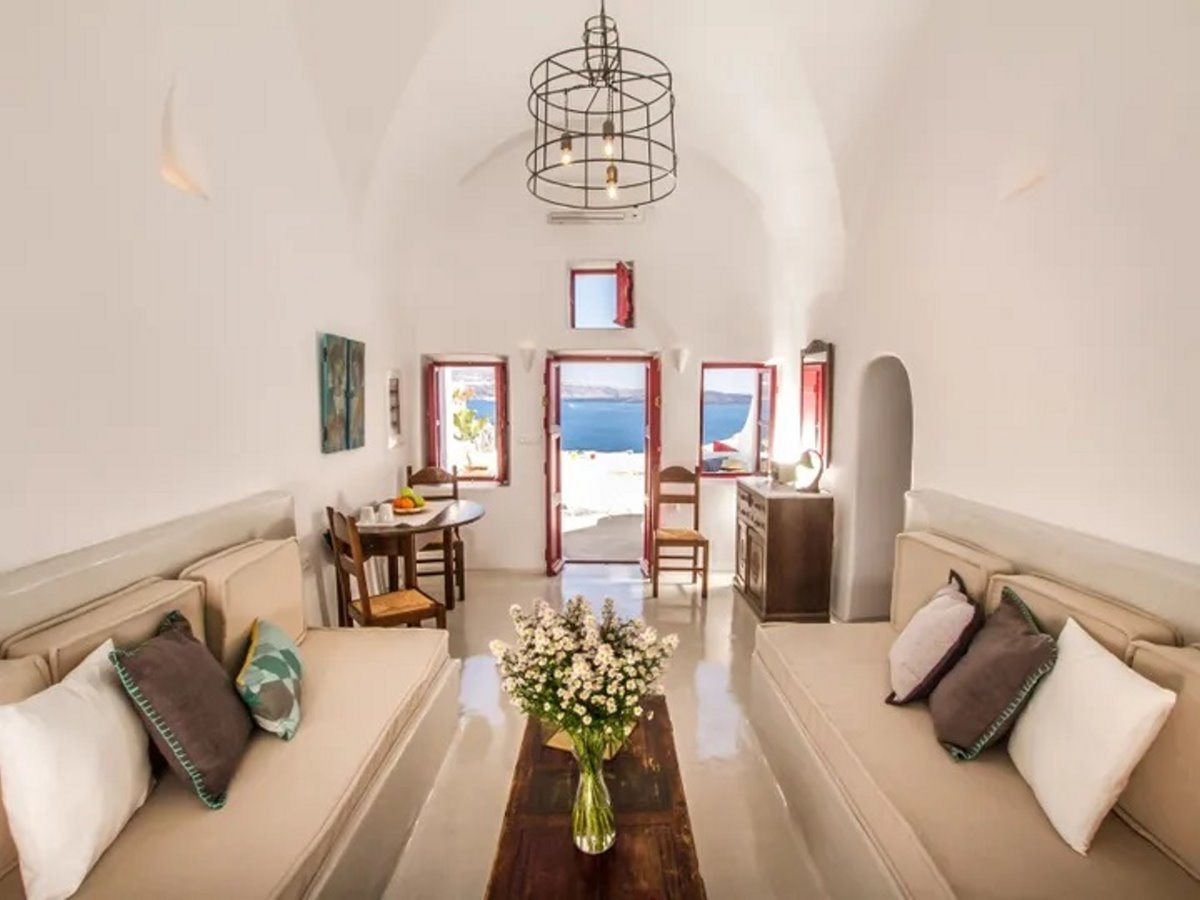 airbnb top10 λίστα σπιτιών Hector Cave House Σαντορίνη