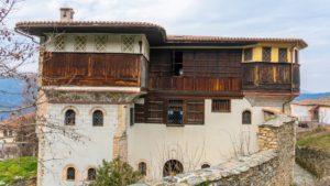 """Αμπελάκια, Λάρισας: Ταξίδι στο στολίδι της Θεσσαλίας με τα """"κρεμασμένα"""" στις πλαγιές του βουνού αρχοντικά! (φωτο)"""
