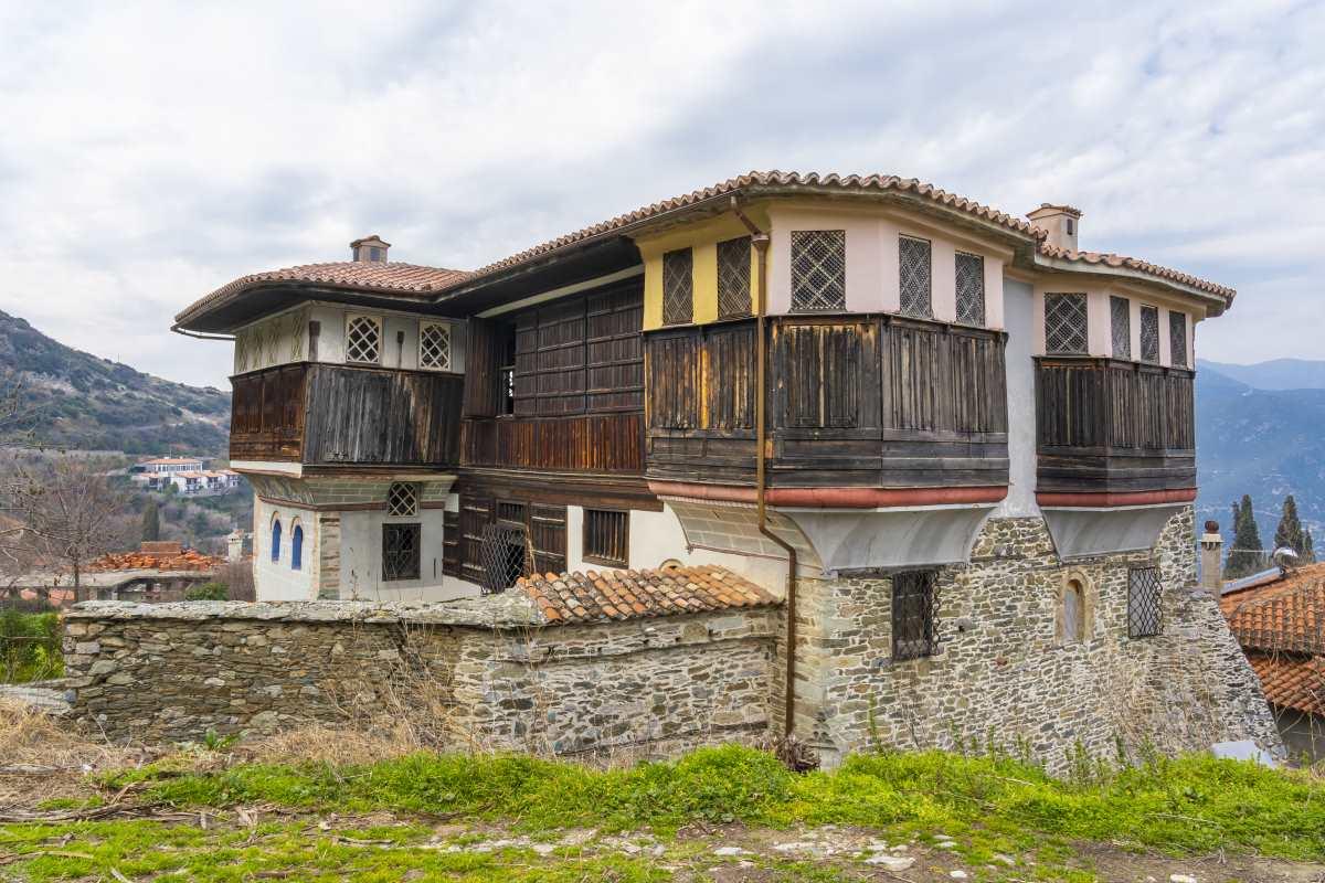 Αμπελάκια Λάρισας, εντυπωσιακά κτήρια