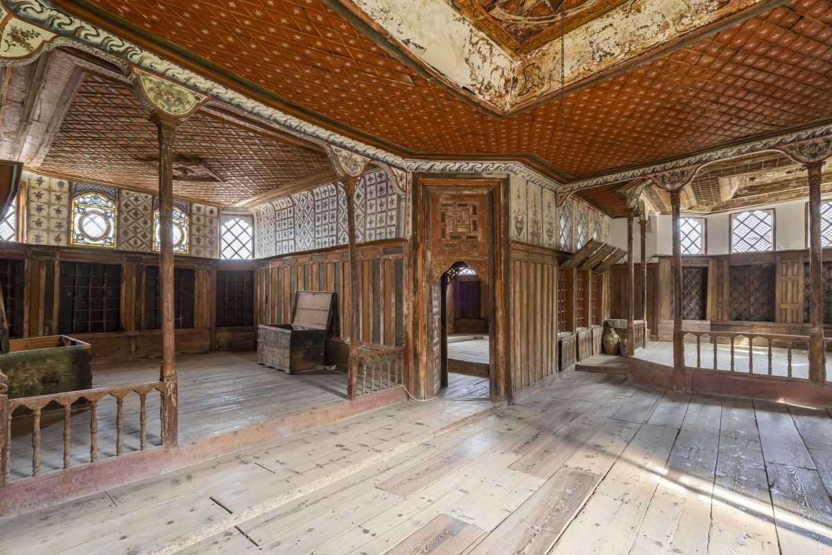 Αμπελάκια Λάρισα, μέσα σε ναό