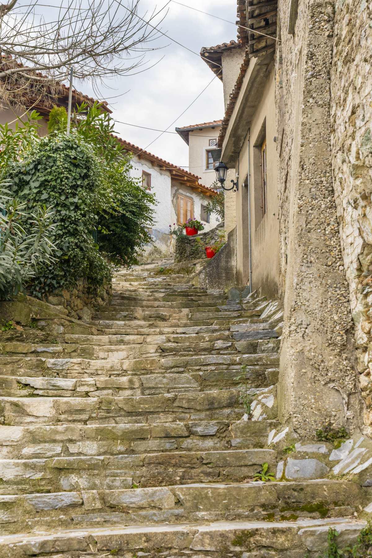 Αμπελάκια Λάρισα, πετρόχτιστα σκαλοπάτια