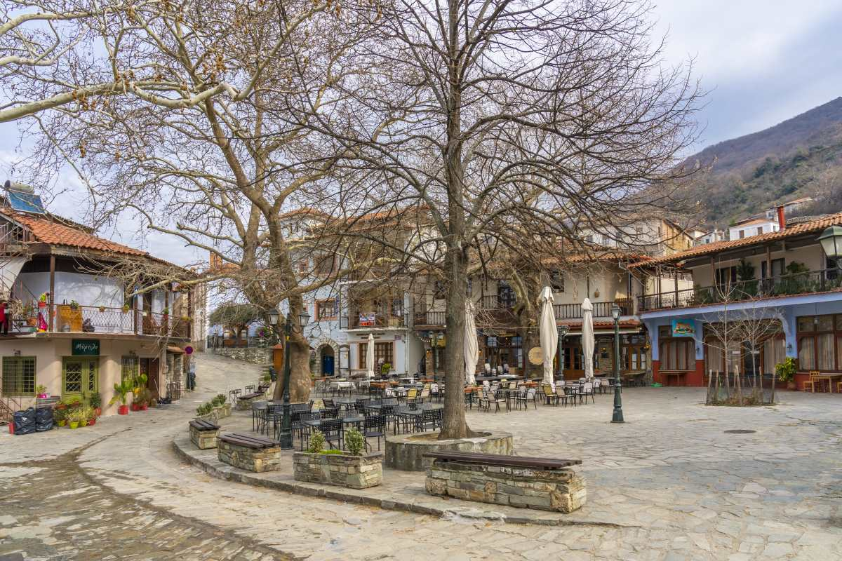 Αμπελάκια Λάρισα, πλατεία