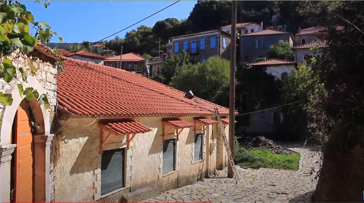 Ανδρίτσαινα, πέτρινα σπίτια