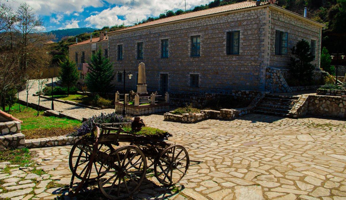 Άνω Δολιανά χωριό Αρκαδίας αποδράσεις Σαββατοκύριακο ξενώνας 1821 εξωτερικά
