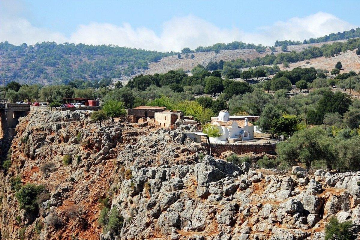 Αράδαινα Σφακίων εκκλησία πάνω σε βράχια