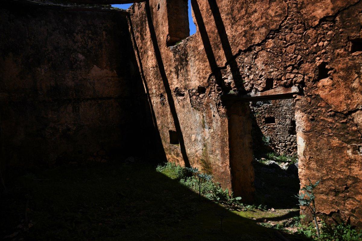Αράδαινα Κρήτης χωριό φάντασμα με ερειπωμένα σπίτια