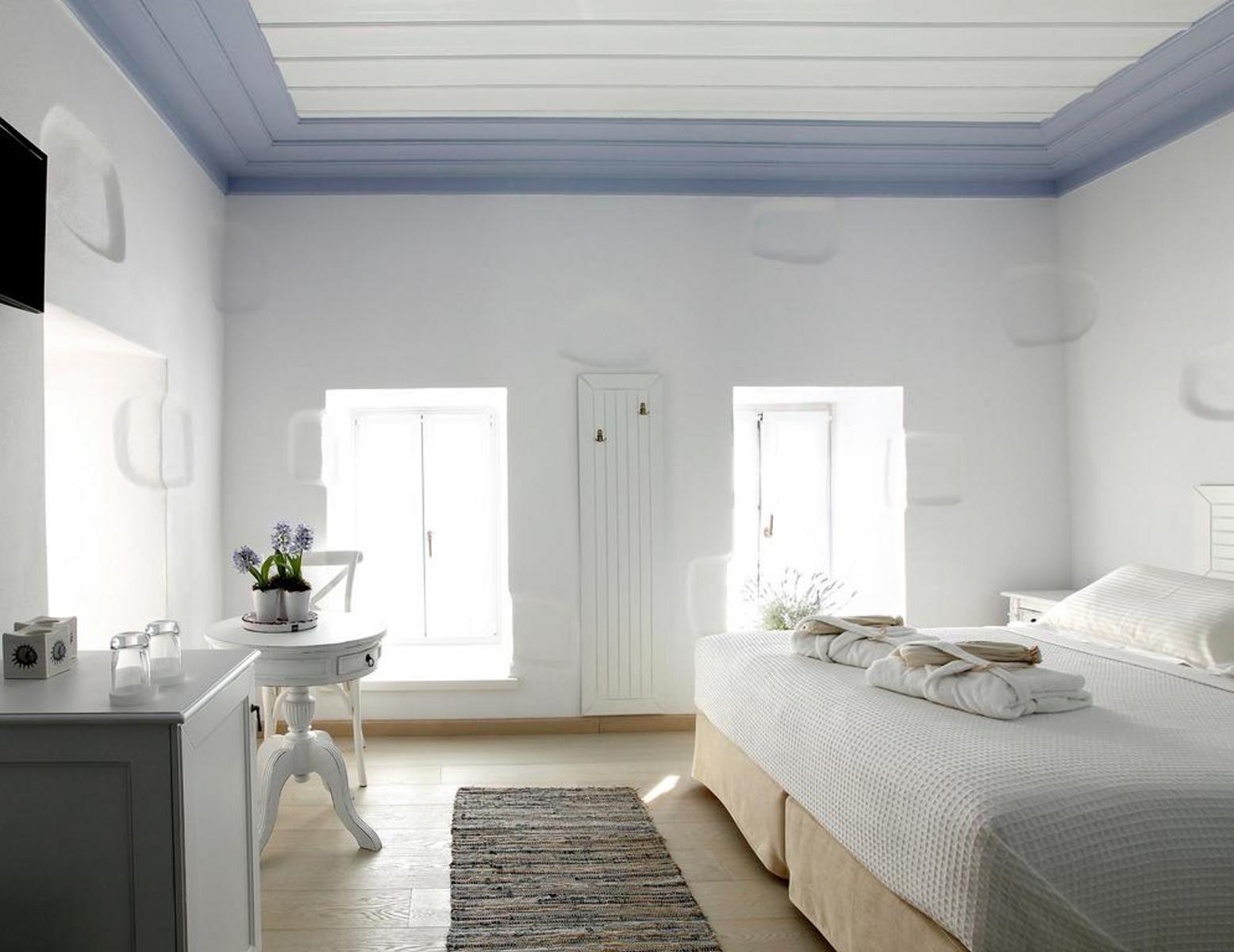 αρχοντικό Ωρολογοπούλου Καστοριά δίκλινο δωμάτιο λευκό