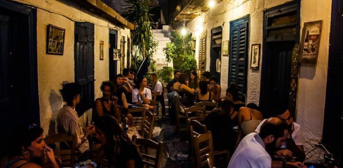 ιστορική ταβέρνα Αθήνα Αυλή χώρος