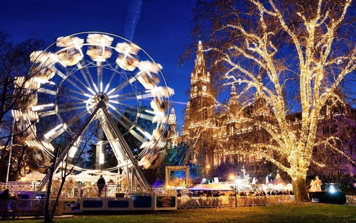 χριστουγεννιάτικη αγορά με φωτάκια στη Βιέννη
