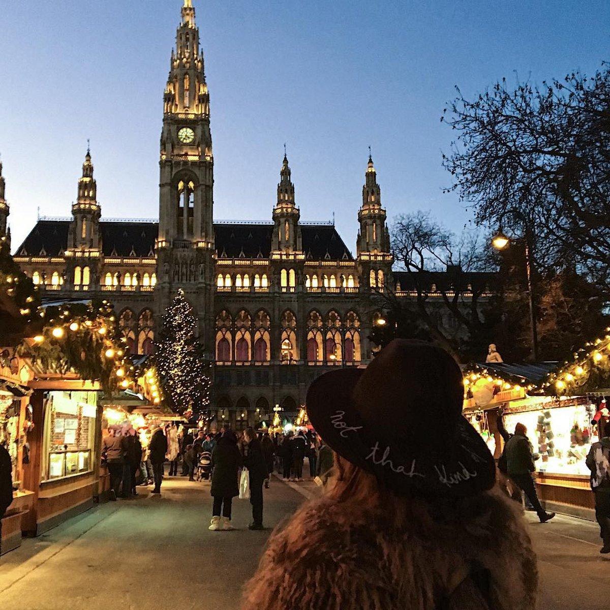 Χριστουγεννιάτικη αγορά στη Βιέννη με τουρίστες θα ανοίξει