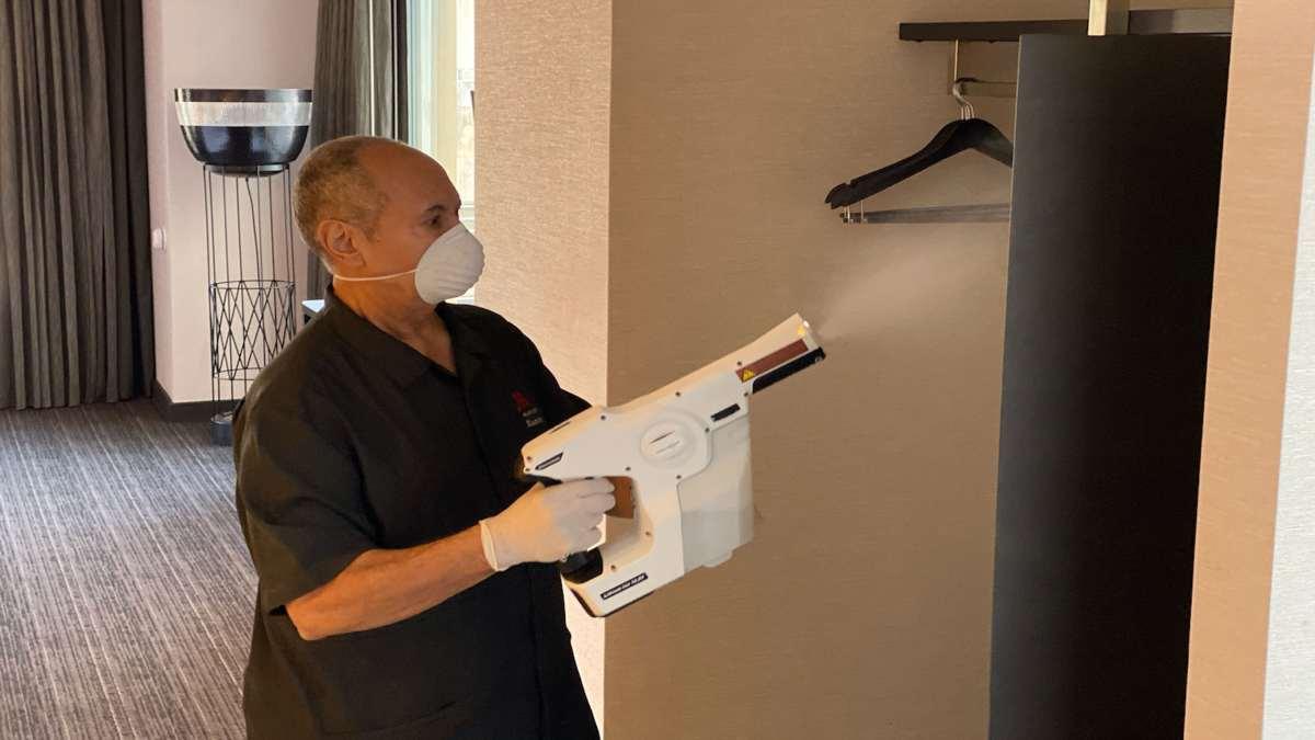 ασφαλή διαμονή απολύμανση ντουλάπα σε δωμάτιο ξενοδοχείου