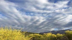 Καιρός 26/10: Ζέστη & συννεφιά με αρκετές… δόσεις σκόνης! Πού θα βρέξει