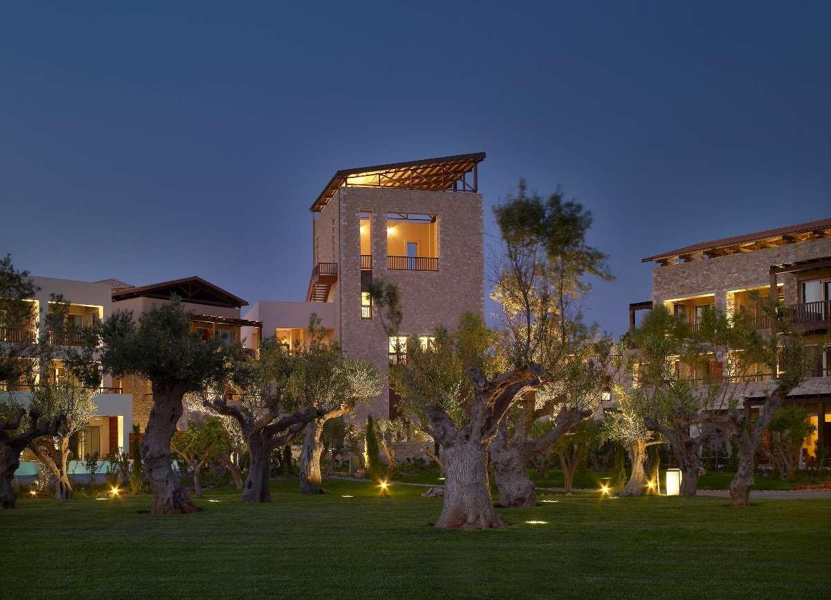 costa navarino καλύτερο ξενοδοχείο κήπος
