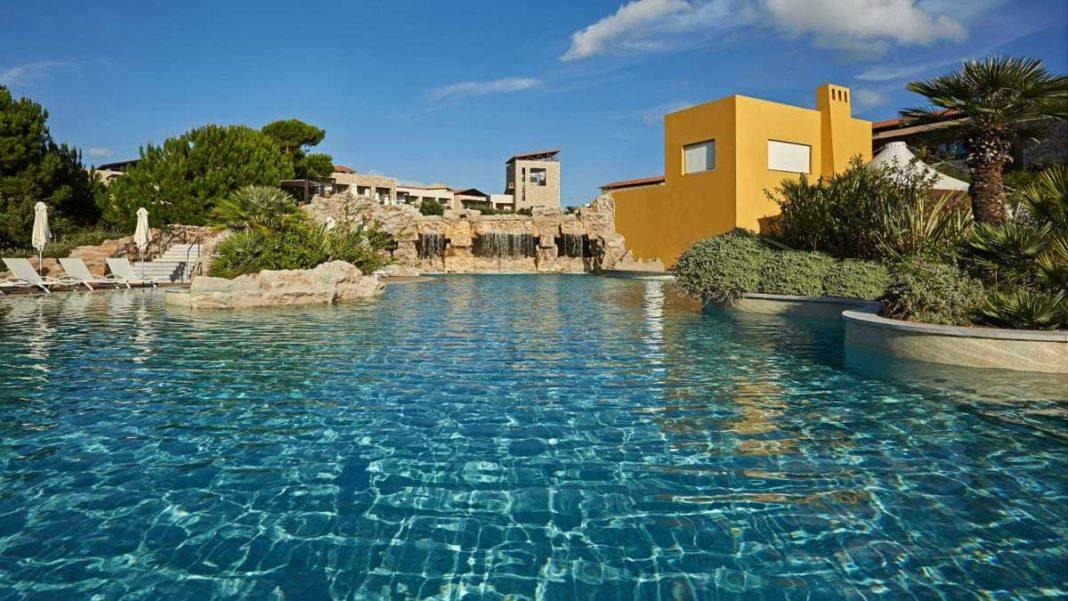 costa navarino καλύτερο ξενοδοχείο πισίνα