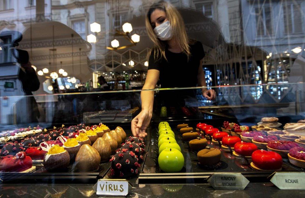 γλυκό κορονοϊός σε ζαχαροπλαστείο στην Πράγα