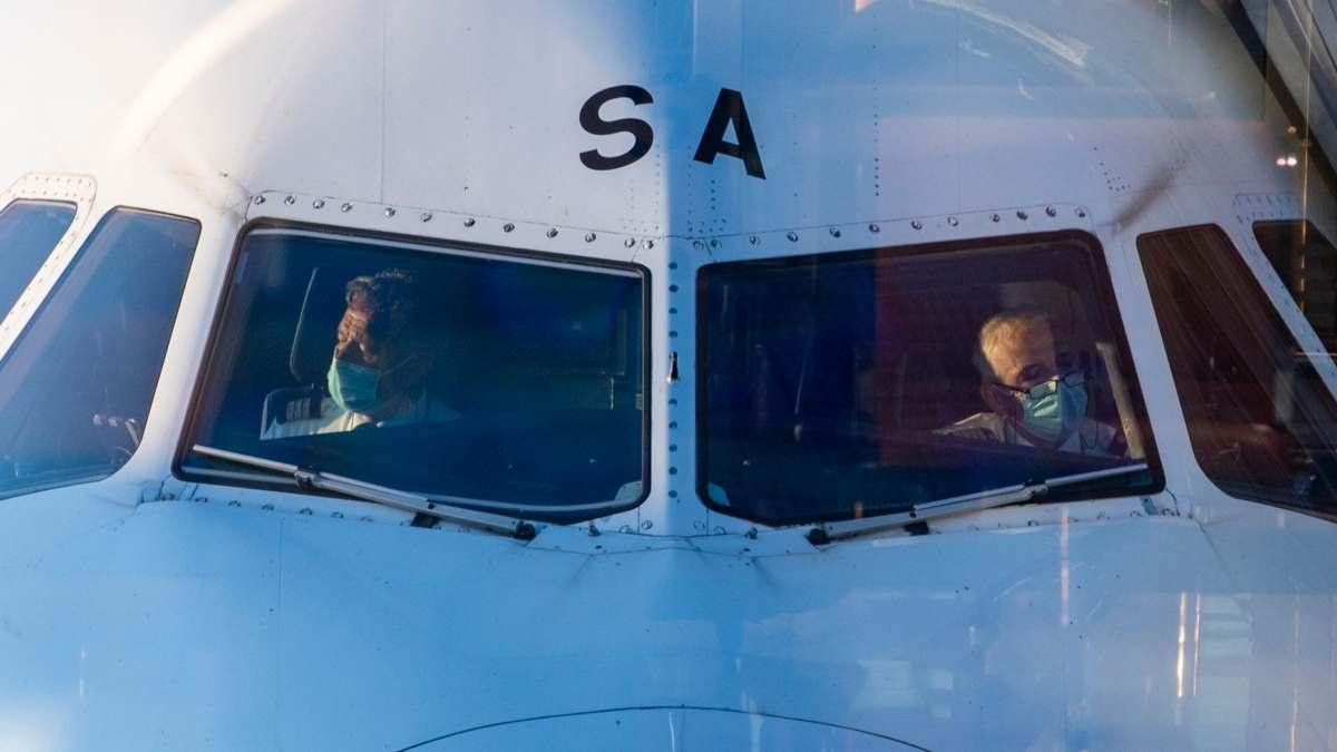 covid μελέτη ασφαλές ταξίδι με αεροπλάνα ροή αέρα οι πιλότοι με μάσκα