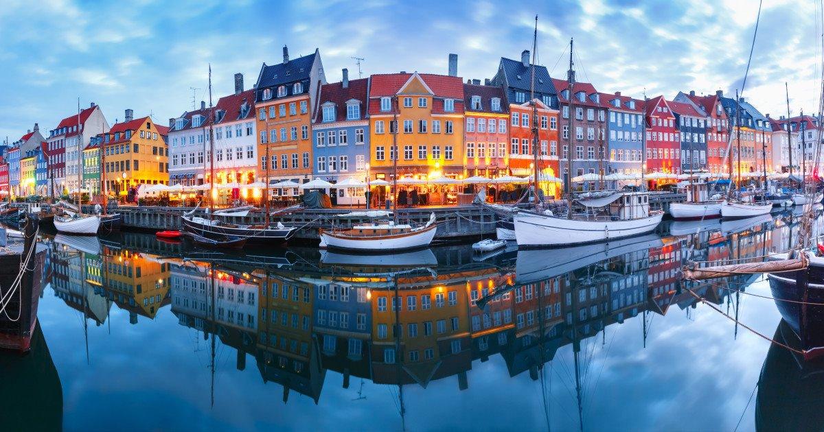 Δανία φωτισμένα σπίτια
