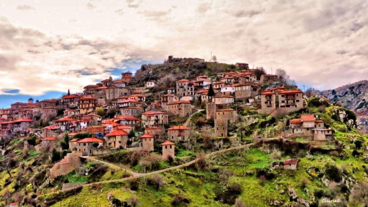 Δημιτσάνα ορεινό χωριό πετρόχτιστα σπίτια