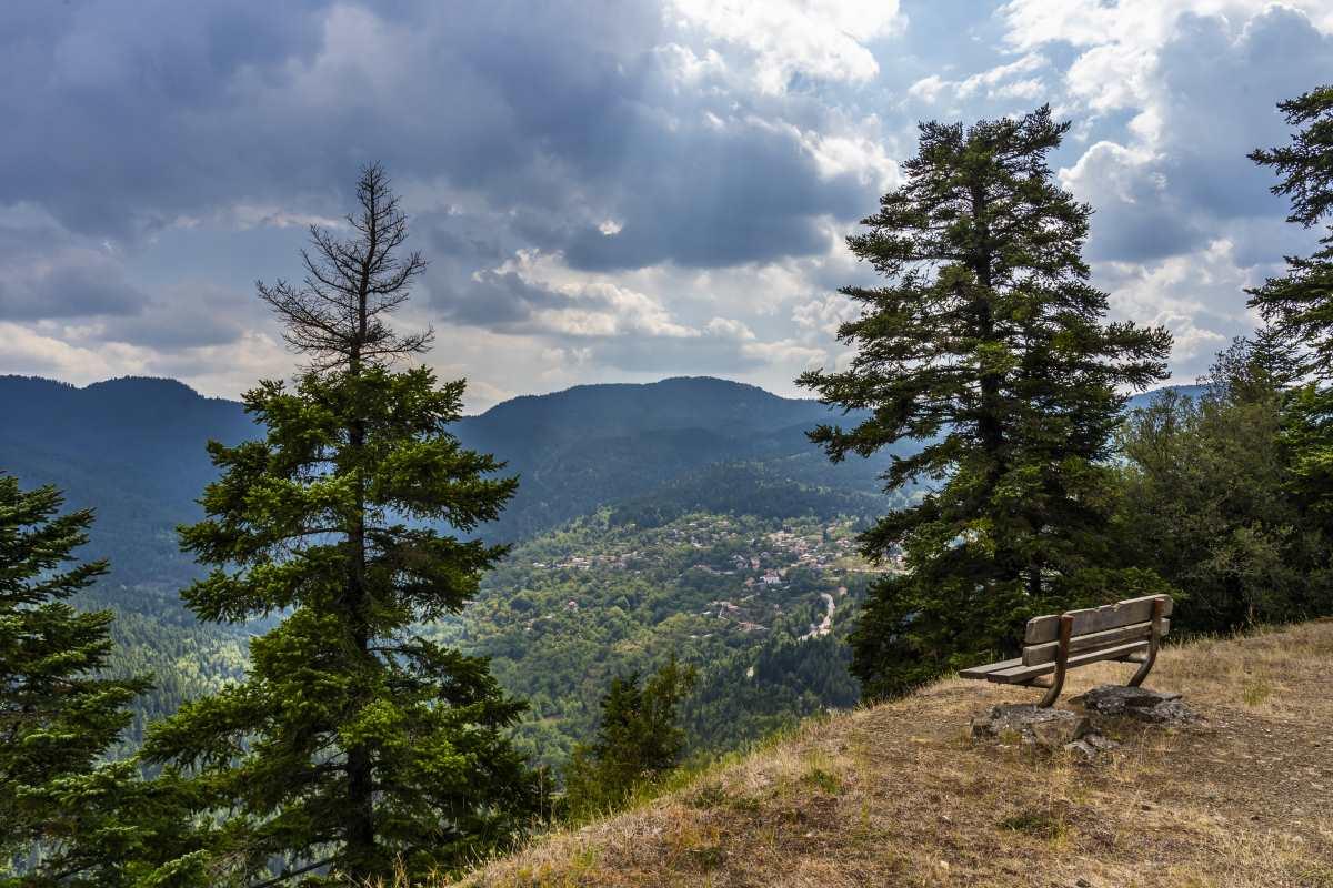 Η υπέροχη θέα από το χωριό Δομνίστα, Ευρυτανία