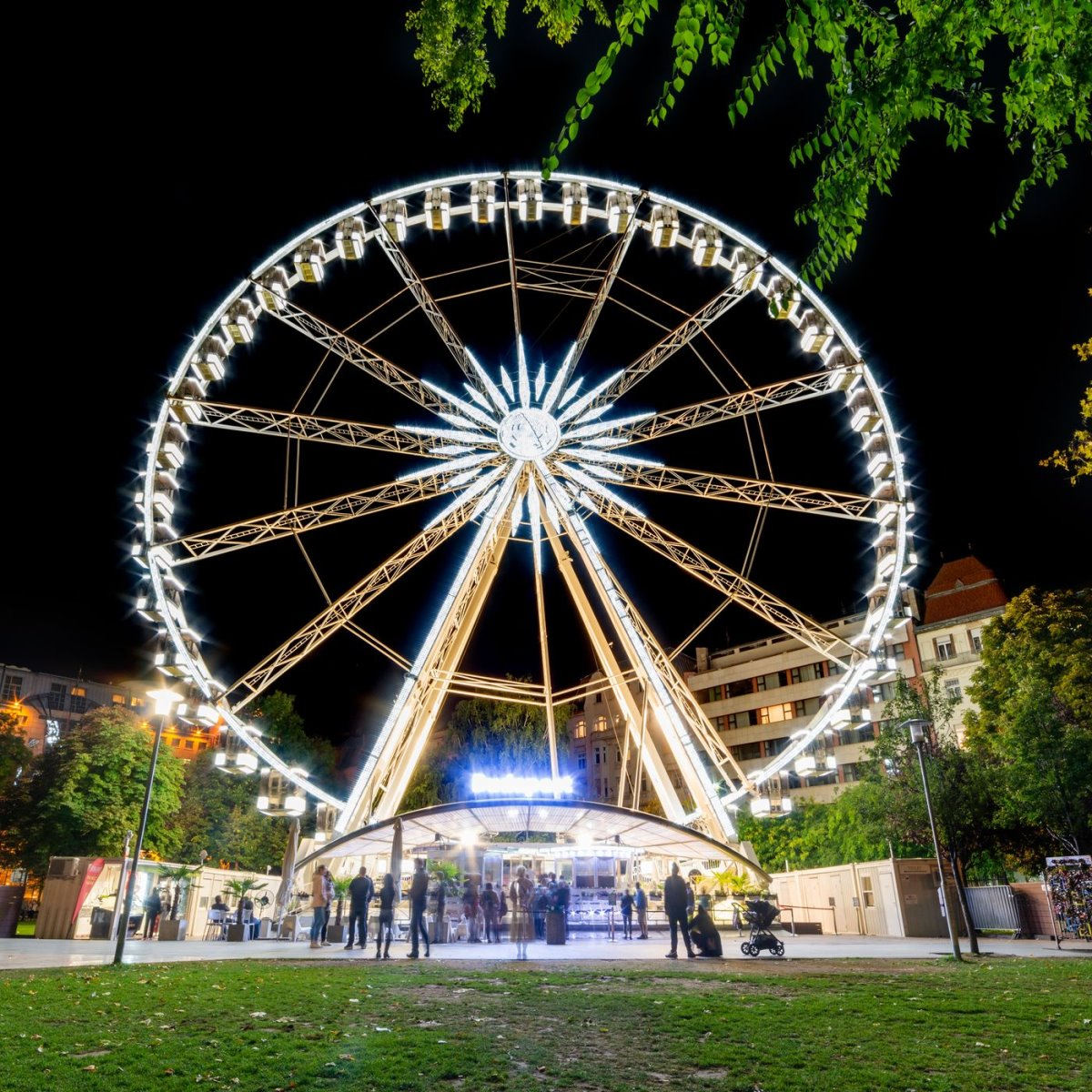 Κορονοϊός: Εστιατόριο με αστέρι Michelin σέρβιρε σε ρόδα λούνα παρκ για να τηρηθούν οι αποστάσεις!