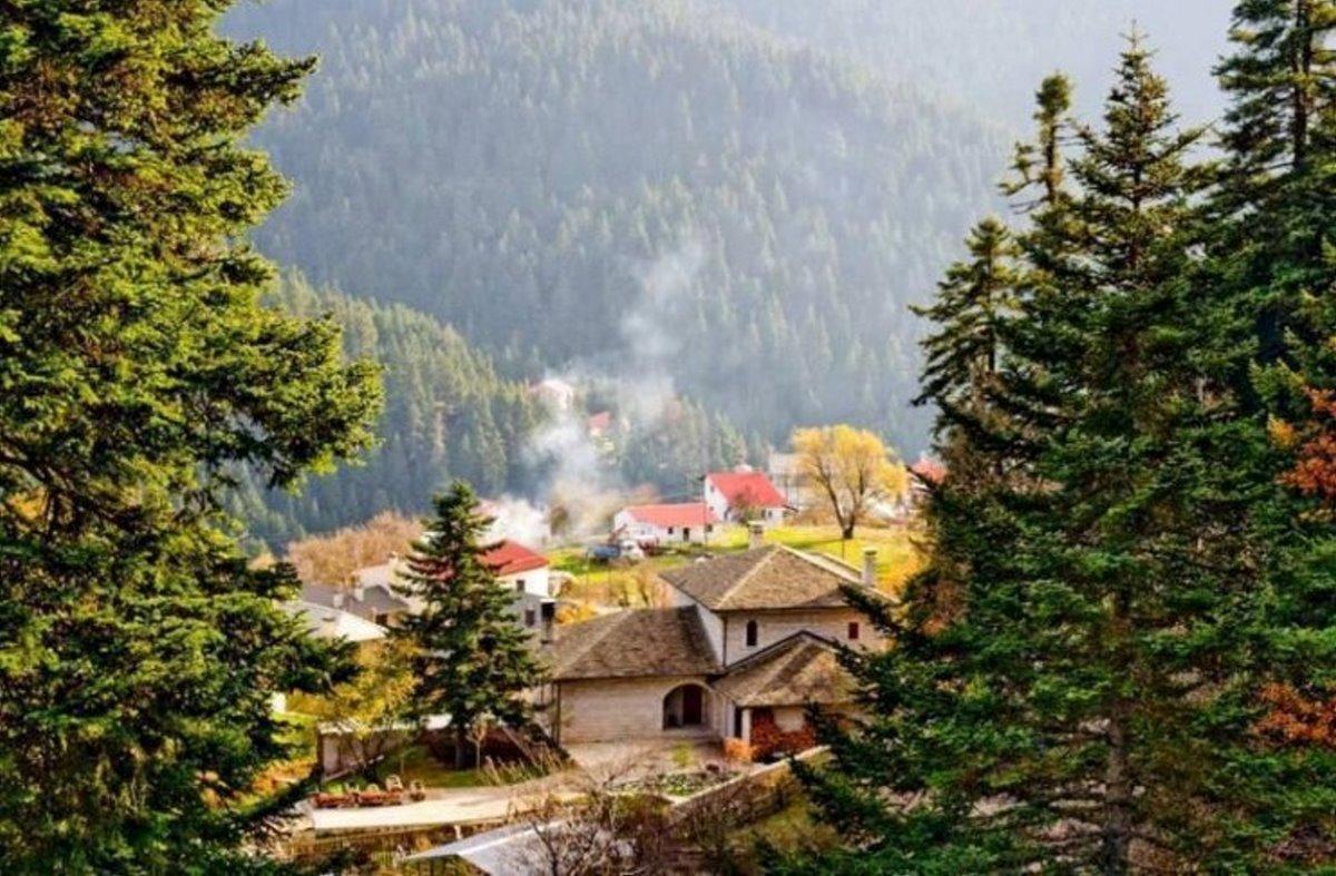 Ελατού ορεινή ναυπακτία μέσα στα έλατα όμορφο χωριό