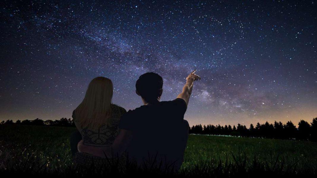 έναστρος ουρανός ζευγάρι