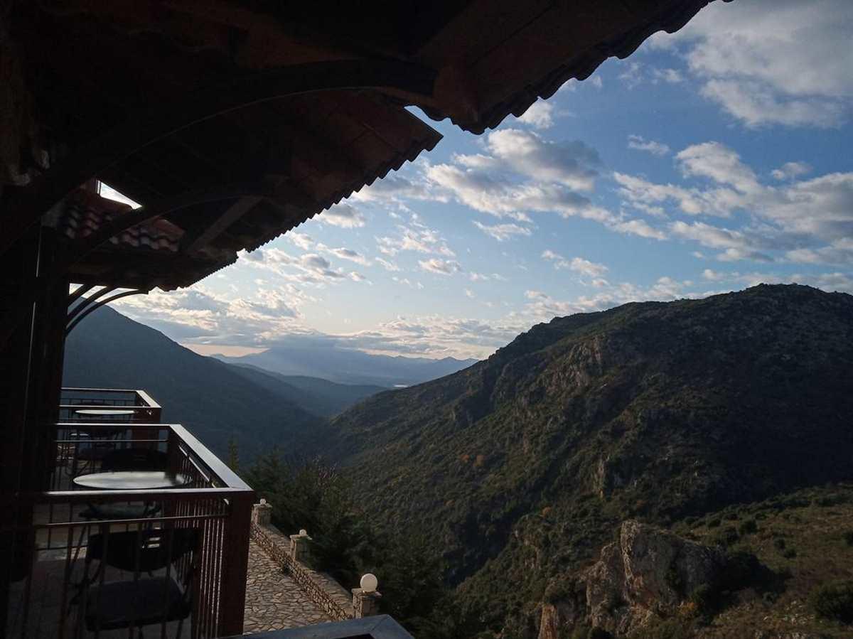 Η υπέροχη θέα από το ξενοδοχείο Evola