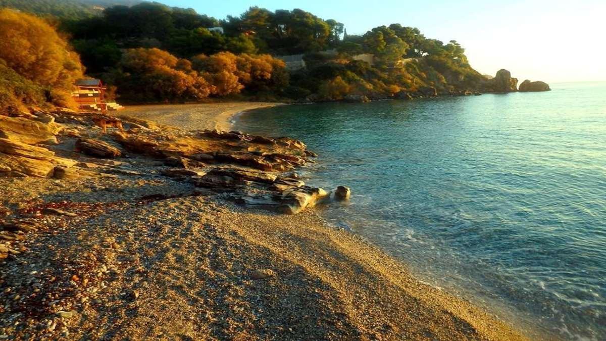παραλία Ερωτοσπηλιά κοντά Αθήνα